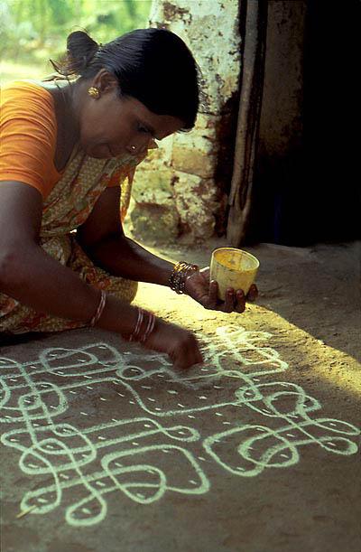 Rajam drawing kolam - mahabalipuram - tamil nadu - india - december 1980